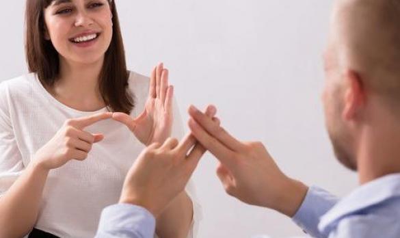 لغة الإشارة - منصة عصارة